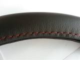 Оплетка руля черная экокожа размер М Красная нить