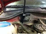 Упор капота пневмогидравлический с кронштейном Volkswagen Polo (от 2010г.)